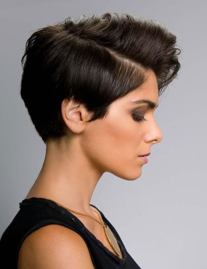 Kurzhaarfrisuren für Damen, effektvoller Haarschnitt, schwarzes Haar