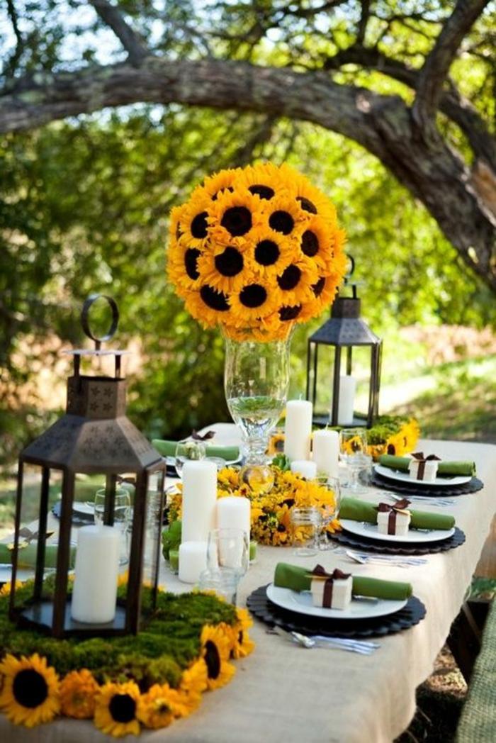 festliche tischdeko, gartenparty, laternen, sonnenblumen, große glasvase, kleine geschenkboxen