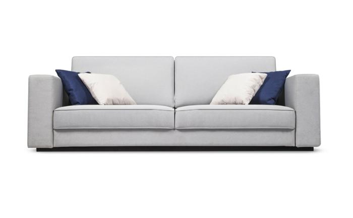designer sofa, couch in grau dekoriert mit weißen und dunkelblauen dekokissen
