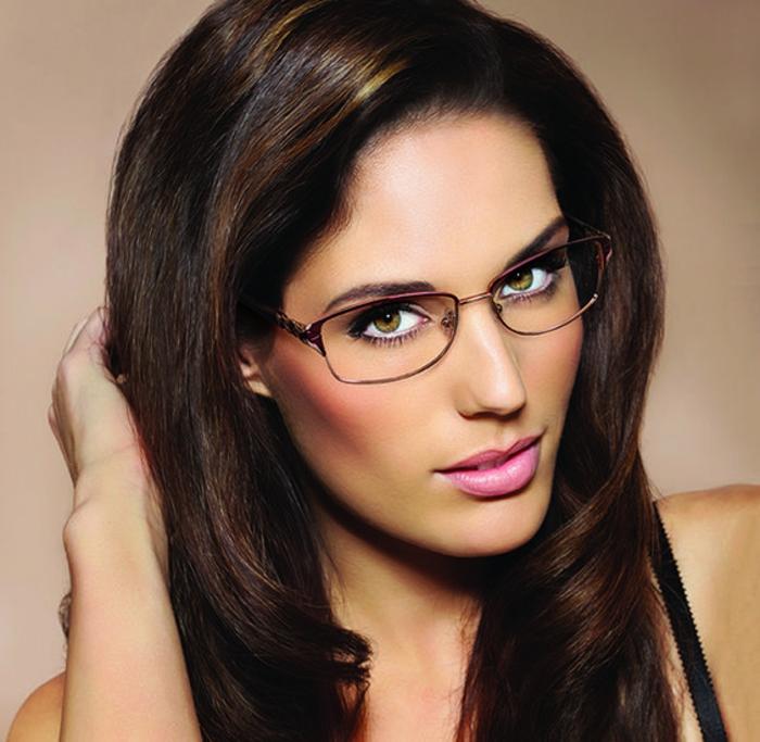 dezentes Modell Brillen Damen elegantes Design farbig