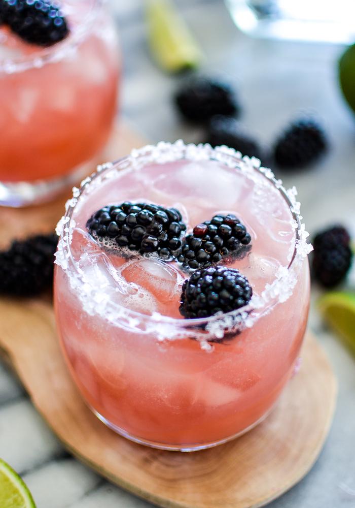 """""""Margarita"""" mit Brombeeren, Cocktails selber machen und genießen, Ideen für Sommerpartys"""