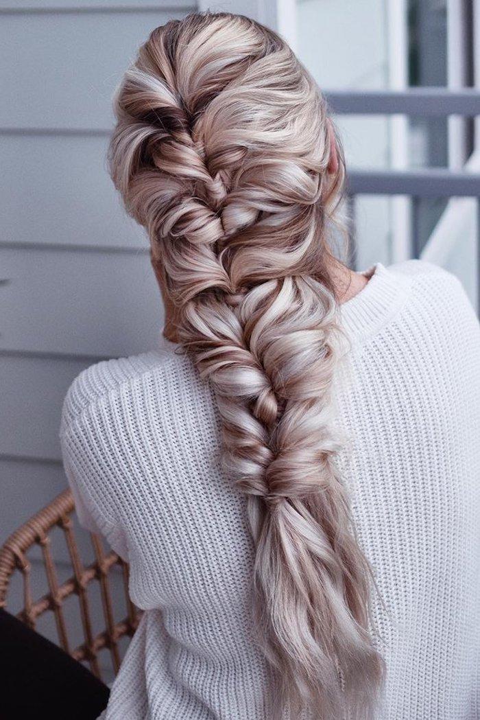 elegante ideen frisuren für lange haare blond mittelalter flechtfrisuren weißer pullover hochzeit haarfrisuren ideen