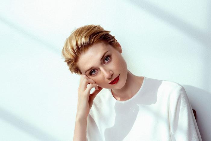 Elisabeth Debicki, Ideen für Damenfrisuren, blonde glatte Haare, stilvoller Haarschnitt