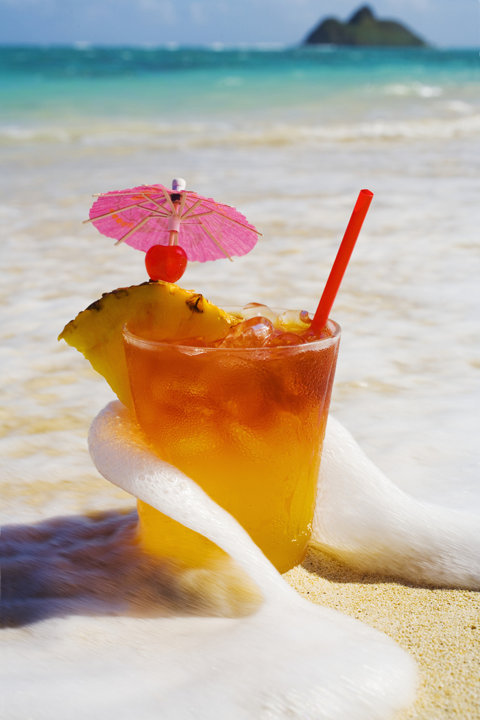 """Mai Tai"", Rezepte für Cocktails, leckeres Getränk auf dem Strand genießen"