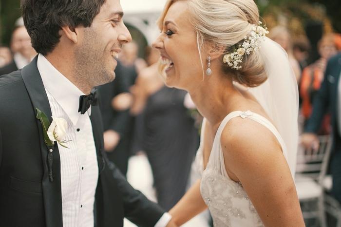 festliche Frisuren für Hochzeit, Hochzeitsfrisur für Bräute mit langen Haaren, Duttfrüsur mit Schmuck für die Hochzeit