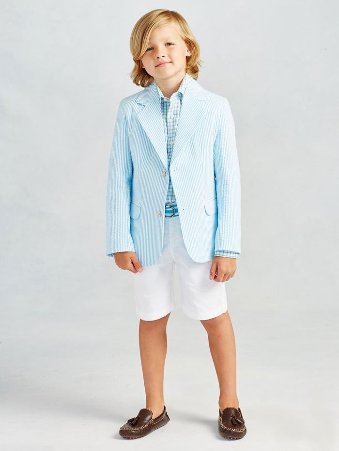 festliche Kinderkleider für Jungen, kurze weiße Hose in Kombination mit Hemd und Blazer in Hellblau
