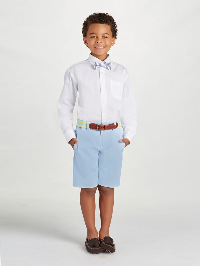 festliche Kinderkleider für Jungen, weißes Hemd mit Fliege, blaue kurze Hose, Sommermode 2017