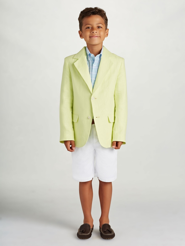 festliche Kinderkleider, Sommermode für Jungen, gelber Blazer und weiße kurze Hose