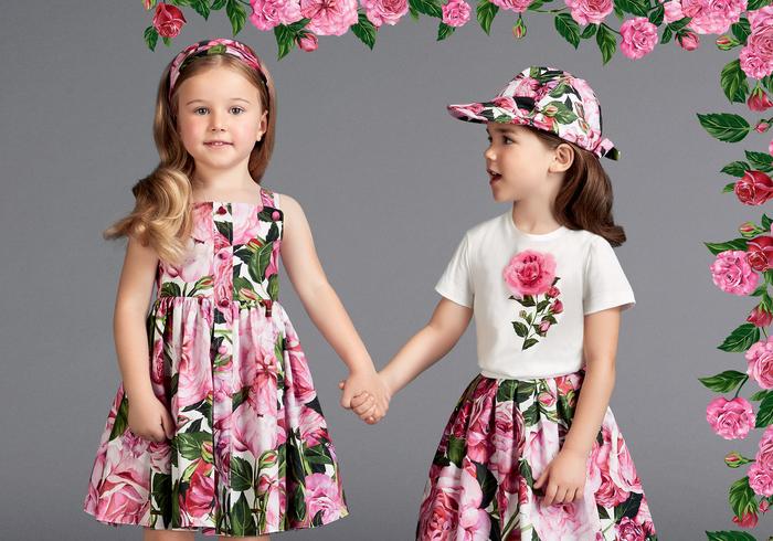 festliche Mode für Kinder, Kleid mit Blumenmuster, T-Shirt und Rock mit Rose, Sommermode 2017