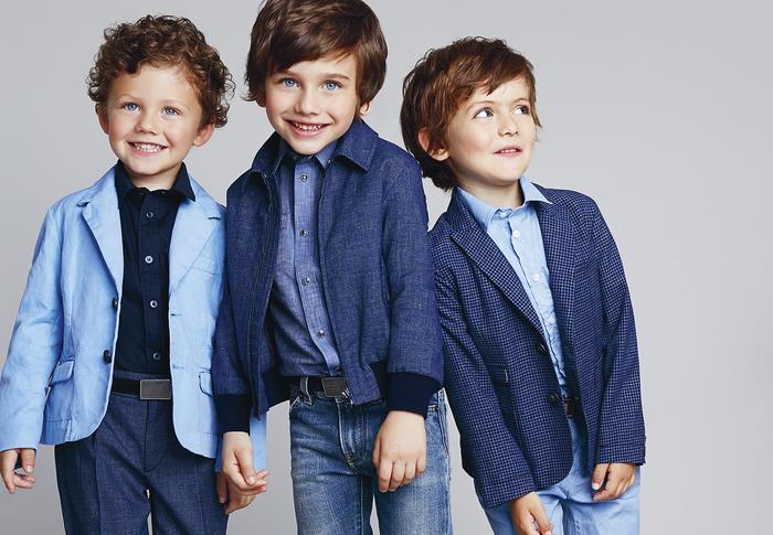 festliche Jungenkleidung in Blau, Hemd mit Blazer und Jeans, Frühjahr/Sommer