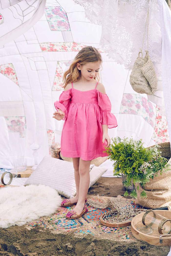 festliche Kinderkleider, rosa Kleid mit langen Ärmeln, locker fallend, wunderschöne Mädchenkleidung