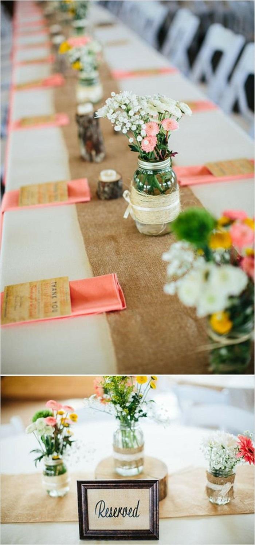 dekotipps, langer tisch, tischläufer aus leinen, blumen, vasen aus einmachgläsern