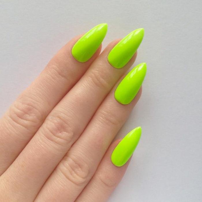 kunstnägel spitz ausgefallene nagellack farbe idee grün zitronengrün idee tolle farben für die fingernägel
