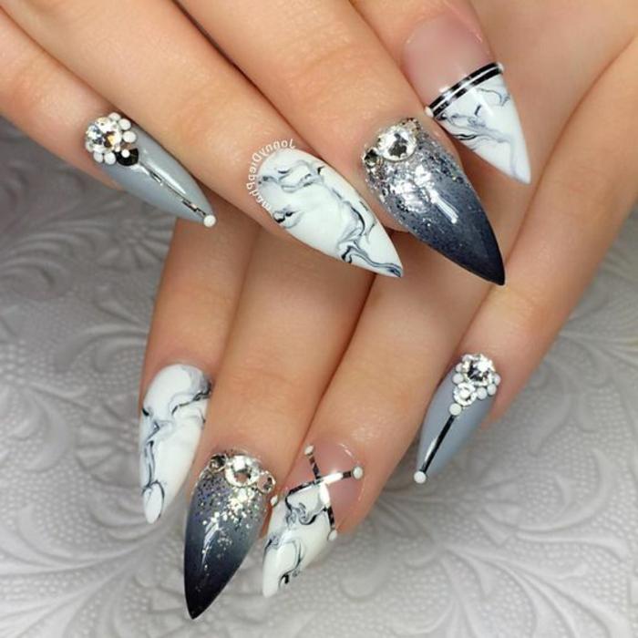 kunstnägel spitz tolle idee graue nägel weiße nägel mit marmor effekt steinen nageldesign mit steinen