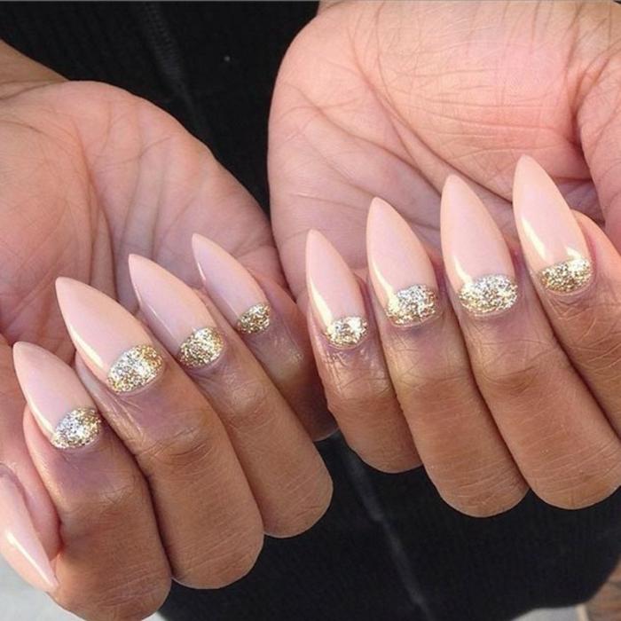 nägel spitz design ideen zum gestalten hautfarbe nägel goldenes glitzer spitzige nageldesigns idee
