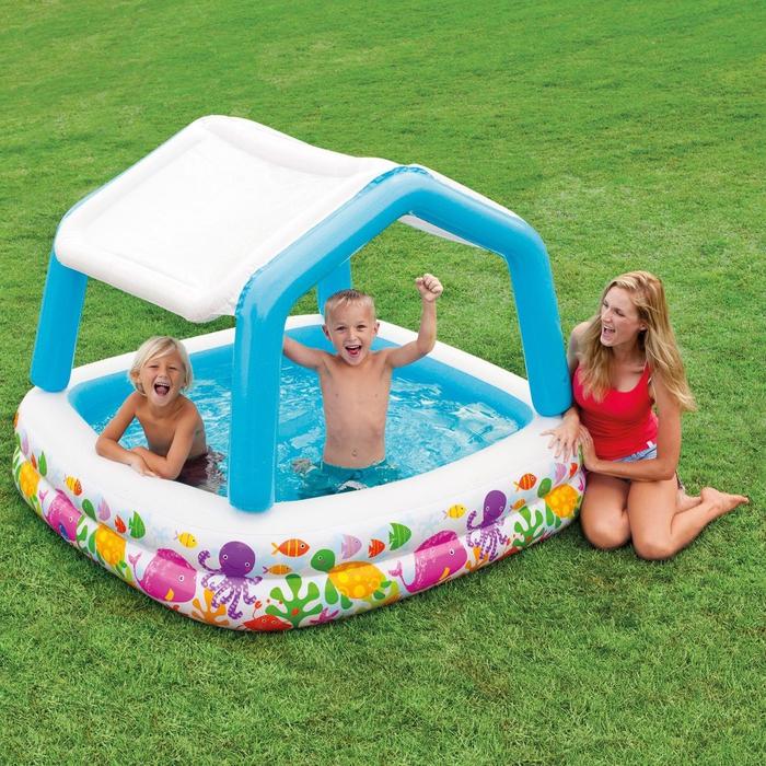 im Garten mit Kindern spielen, sich im Pool erfrischen, den Sommer genießen