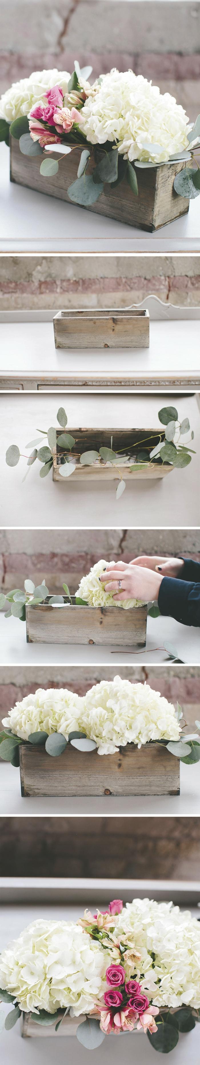 deko sommerfest, blumentopf aus holz mit weißen hortensien und grünen zweigen
