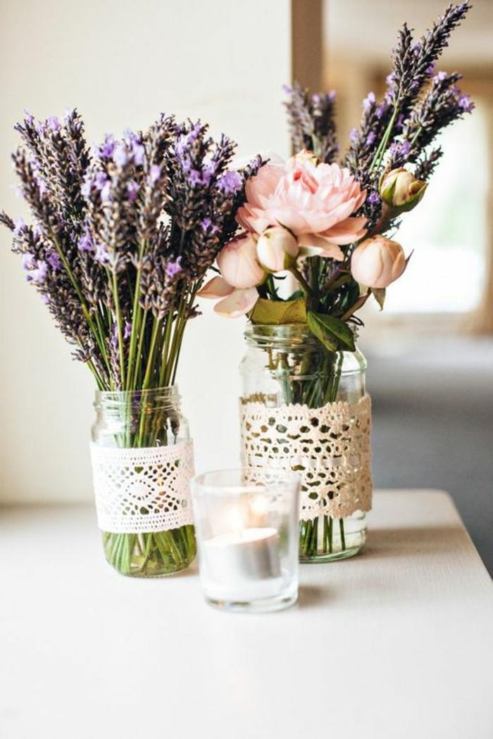 teelichthalter aus glas, einmchgläser dekoriert mit spitze, lavendel, rosen