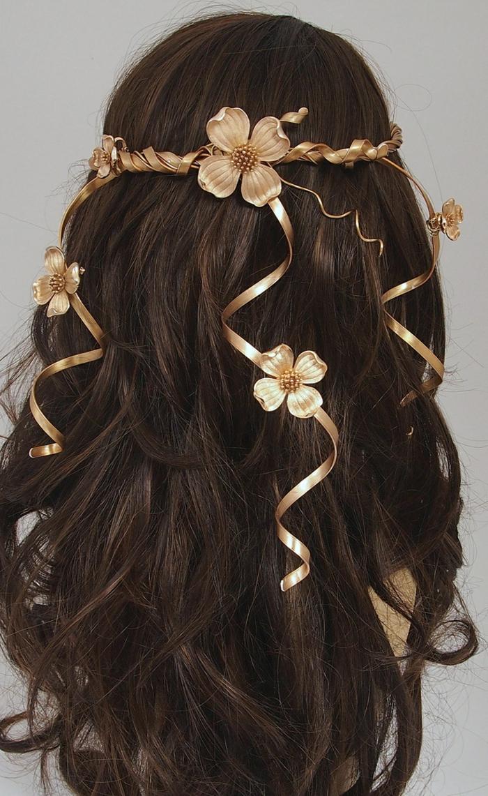 glattes braunes Haar mit DIY Haarschmuck mit Blumen Mittelalter Frisuren