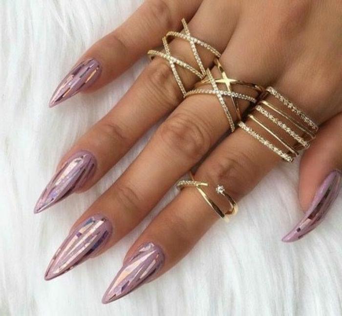 nägel spitz design ideen rosa lila spitze nägel nagellack design glitzernde näel metalischer effekt viele ringe