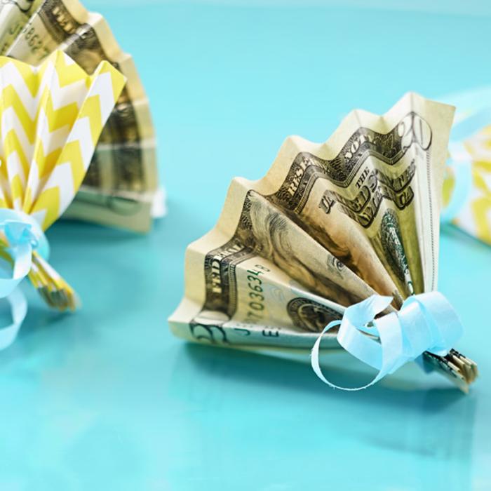 kreative Geldgeschenkideen, aus Geldscheinen Fächer falten, Geschenke selber machen