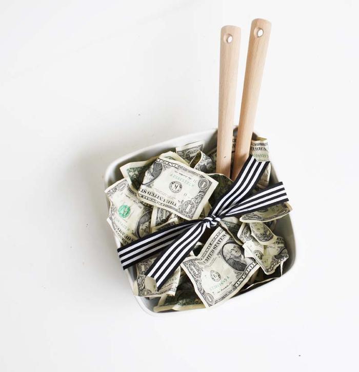 grüner Salat aus Dollars, lustige Ideen für Geldgeschenke zum Nachmachen
