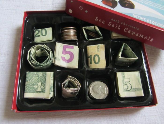 Pralinenschachtel voll mit Geldscheinen und Münzen, tolle Geburtstagsüberraschung, Geldgeschenke kreativ verpacken