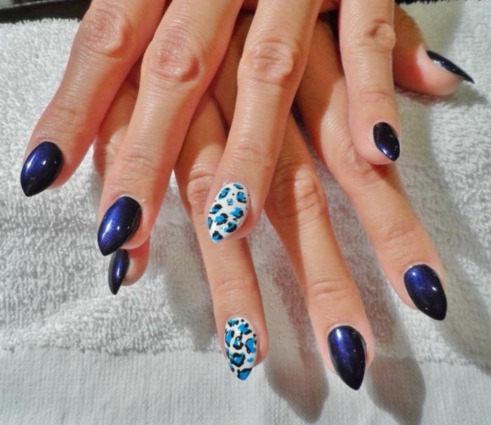 nägel bilder schöne bilder von nägeln blaue nagellackideen weißer nagel lackieren und mit blauem leoprint deko