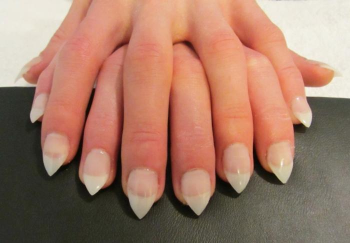 kurze und kleine nagelplatte mit einer spitzen form sehen länger und eleganter aus tolle maniküre