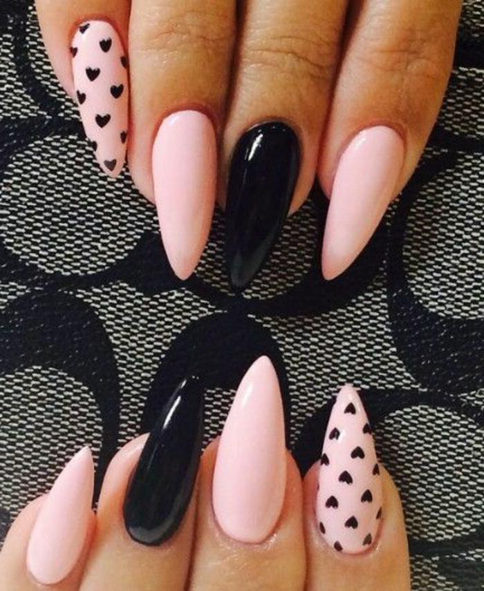 spitze nägel nageldesign in rosa und schwarz dekorationen mit herzchen schwarze herzen auf rosa nagelplatte