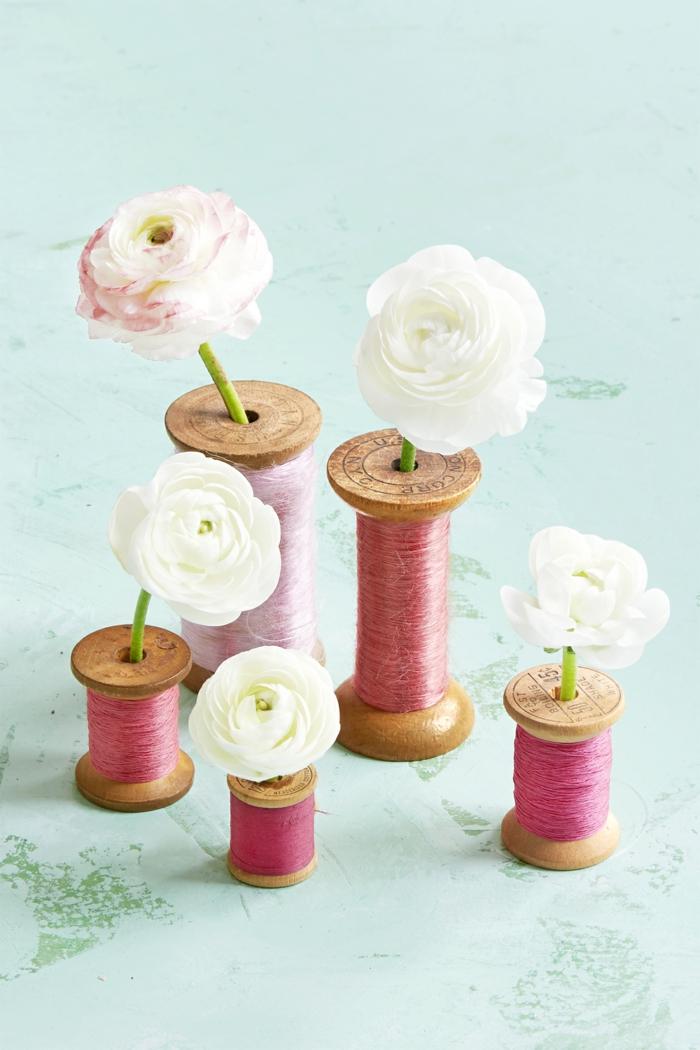 Rollen mit Fäden voller weiße Rosen in verschiedenen Größe -Geschenke für Muttertag