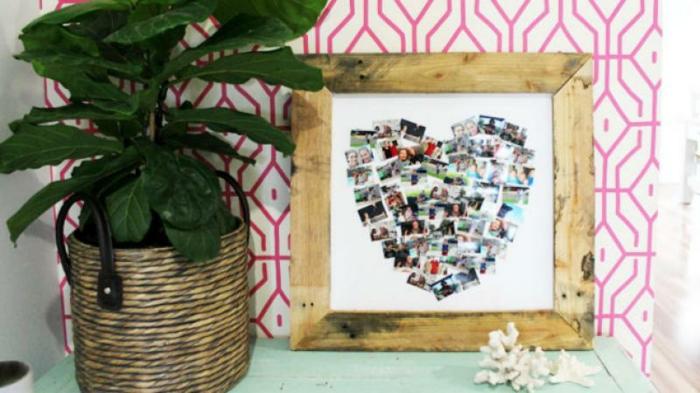 ein Herz aus vielen kleinen Fotos in hölzernen Rahmen Geschenke für Mutterstag