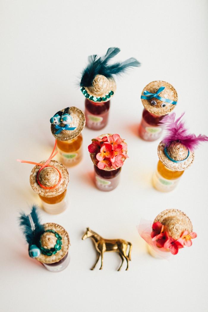 entzückende kleine Mützen auf die Essenzen von der Mutti und goldenes Pferdchen - Geschenke für Muttertag
