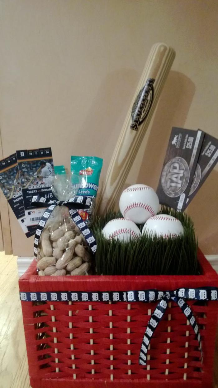 Baseball Fan und Spieler Präsentkorb Ideen - Bälle, Nüsse und Eintrittskarten