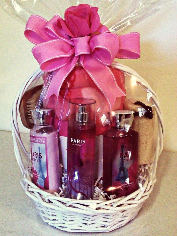 Kosmetikartikel und Baden Zubehör mit Paris Geschenkkorb Ideen für eine Reise