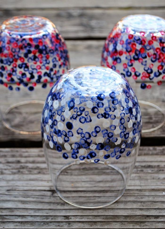 gläser mit acrylfarbe bemalen, konfetti, punkte, farbe, weingläser ohne stiele