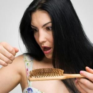 Natürliche Mittel gegen Haarausfall für häuslichen Gebrauch