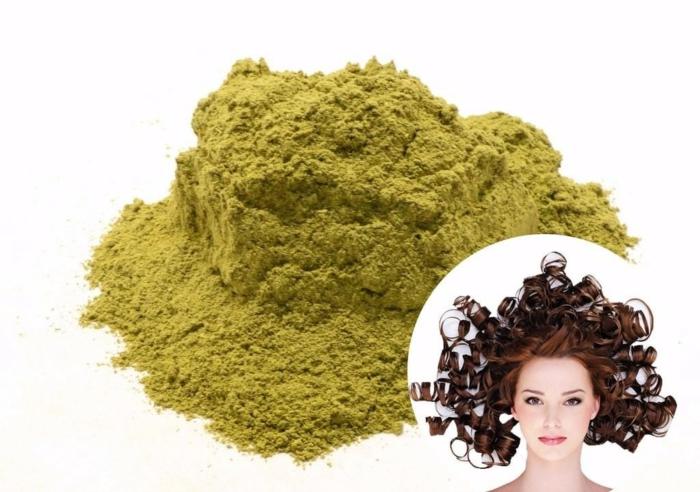 Henna, Grünes Hennapulver Für Haarmasken, Frau Mit Langen, Dunklen, Sehr  Lockigen Haaren Natürliche ...
