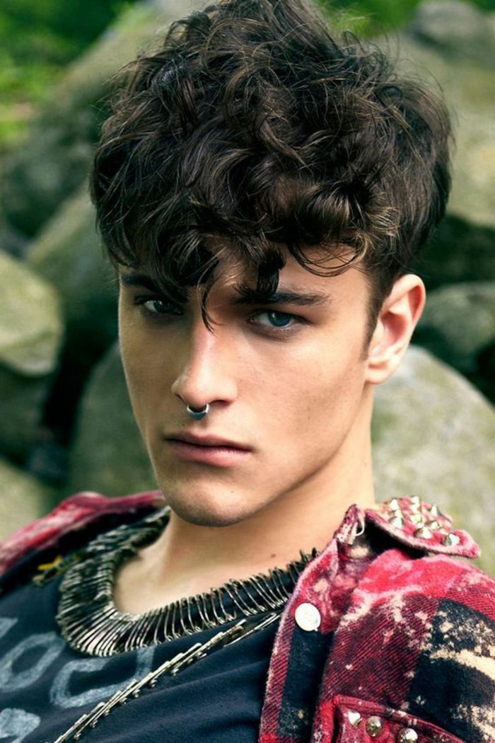 79 Men's hairstyles for curly hair