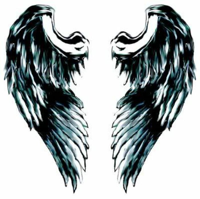 eine unserer ideen für schwarze engel tattoos - hier sind tolle schwarze engelsflügel mit langen federn