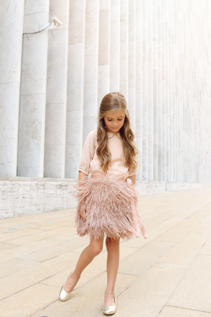 Hochzeitskleider für Kinder, Mädchenkleidung in Champagner, extravaganter Rock mit Federn