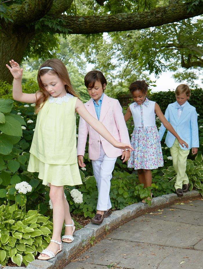 Hochzeitskleider für Kinder in Pastelltönen, Jungen mit Anzügen, Mädchen mit breiten Kleidern