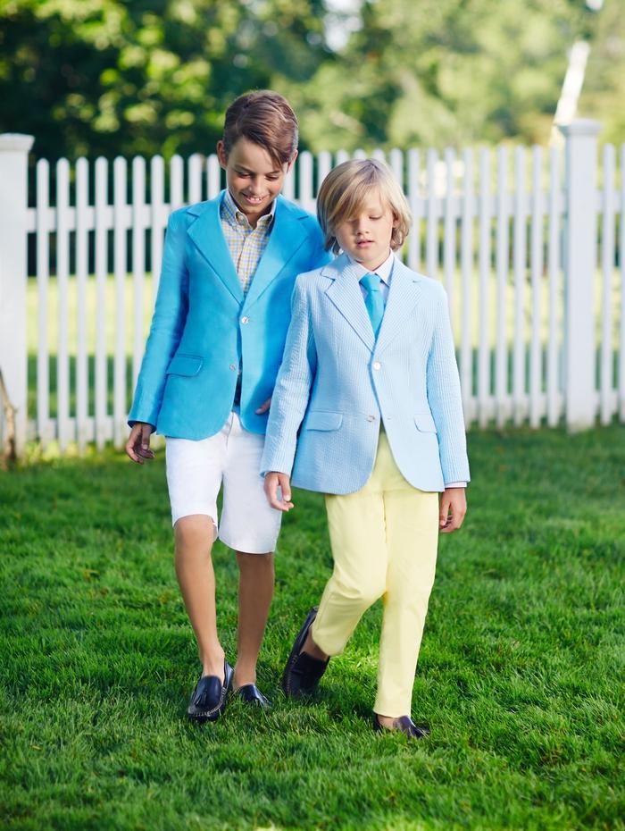 festliche Jungenkleidung in Blau und Gelb, Hemd mit Blazer und Krawatte, Kindermode