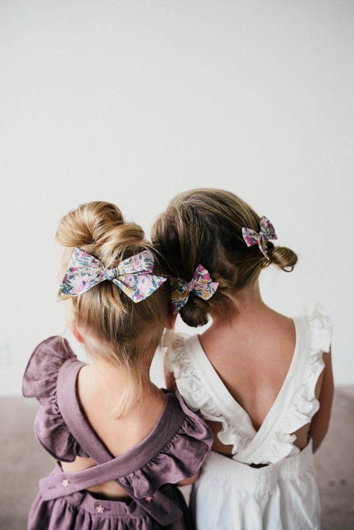 festliche Mode für Kinder, Kleider mit Trägern in Weiß und Lila, Sommertendenzen