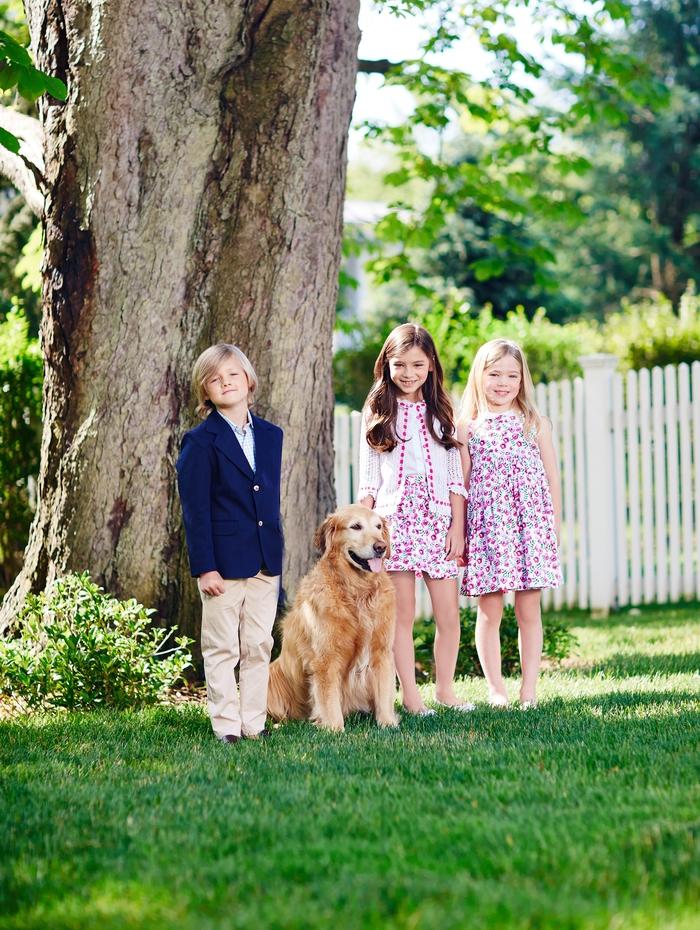 festliche Kindermode, Jungenkleidung- Hemd, Blazer und lange Hose, Mädchenkleidung- Kleid mit Blumenmotiven