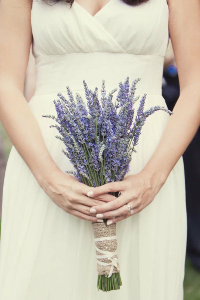 kleiner Hochzeitsstrauß in Lila, Lavendel, Ideen für Hochzeit in Lila