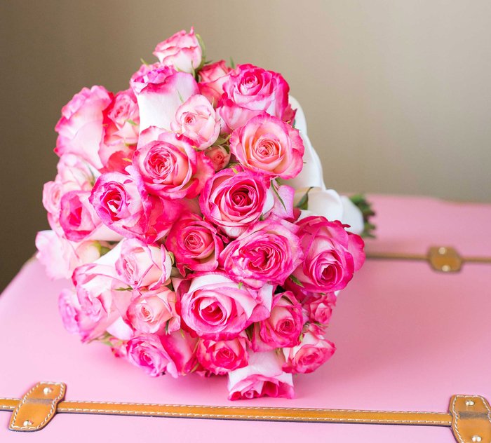 runder Hochzeitsstrauß, rosa Rosen, klassischer Biedermeierstrauß, schöne Ideen für Hochzeit in Rosa