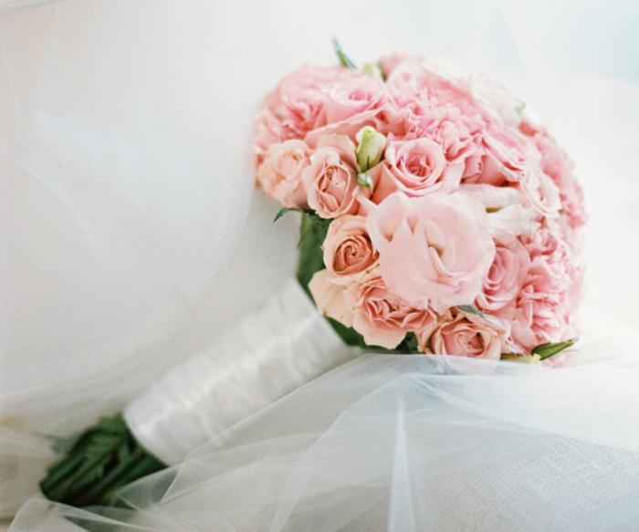 klassischer Biedermeierstrauß, rosa Rosen, tolle Ideen für Hochzeit in Rosa