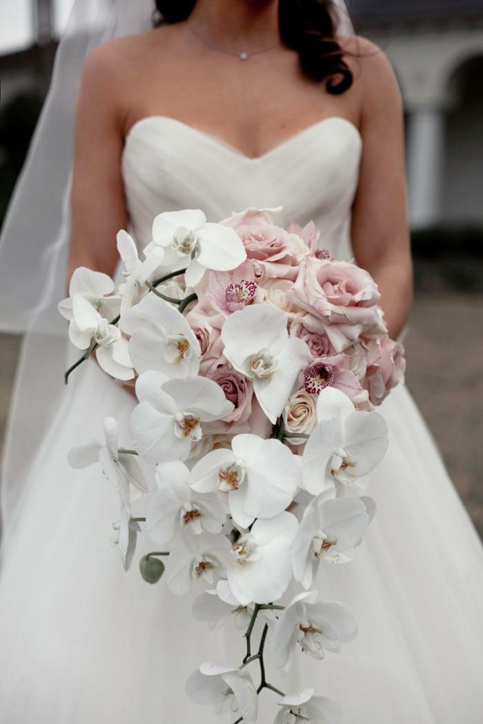 Hochzeitsstrauß-Wasserfall, weiße und rosa Orchideen, Tropfenform