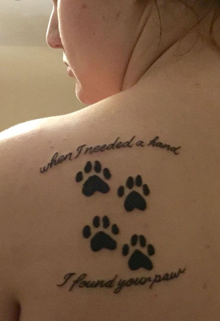noch eine idee für einen tollen katzen tatzen tattoo mit einer schwarzen überschrift - idee für die frauen